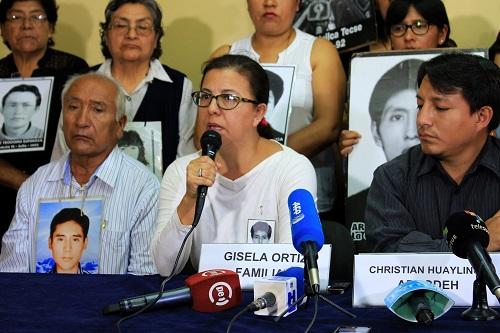 Gisela Ortiz agradeció la participación juvenil en las manifestaciones contra el indulto a Alberto Fujimori. Fotografía: Meylinn Castro / Servindi.